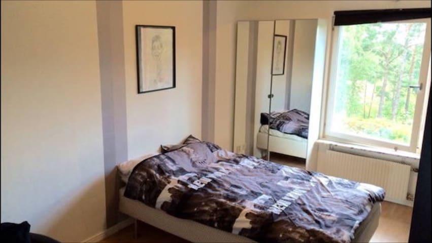 Room 25 mins from city of Stockholm - Huddinge