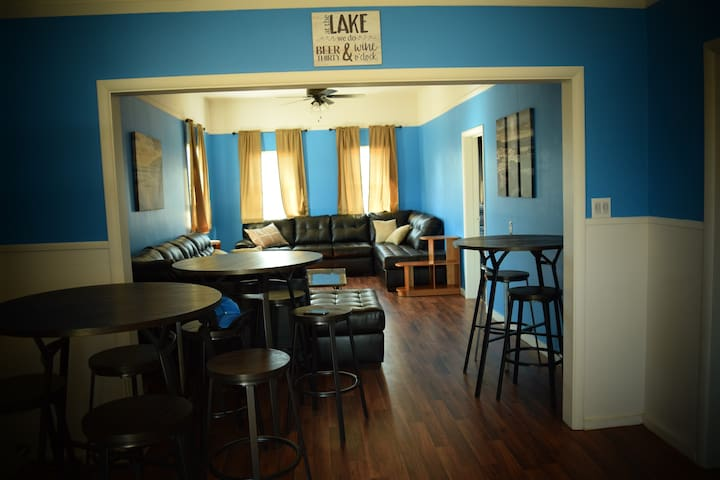 Downtown, Group Friendly Apartment Above Brewery! - Traverse City - Appartement