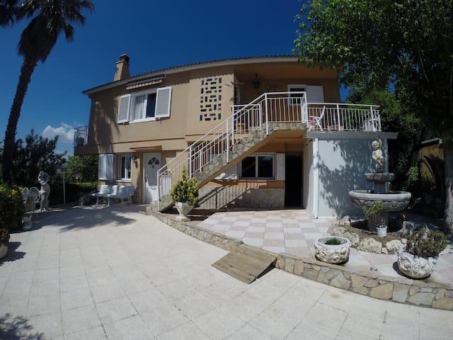 Beautiful House by the sea - Lloret de Mar - Hus