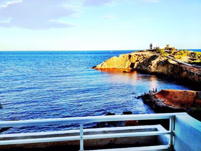 Hermoso Ático frente al mar con terraza y solárium - Санта-Эулалия-дес-Риу - Квартира