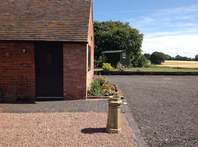 One Bedroom Barn Conversion - Kenilworth - Hus