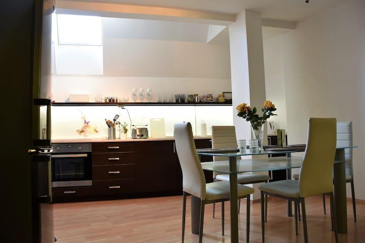 Cosy Duplex Apartment in the City Centre - Brno - Apartmen
