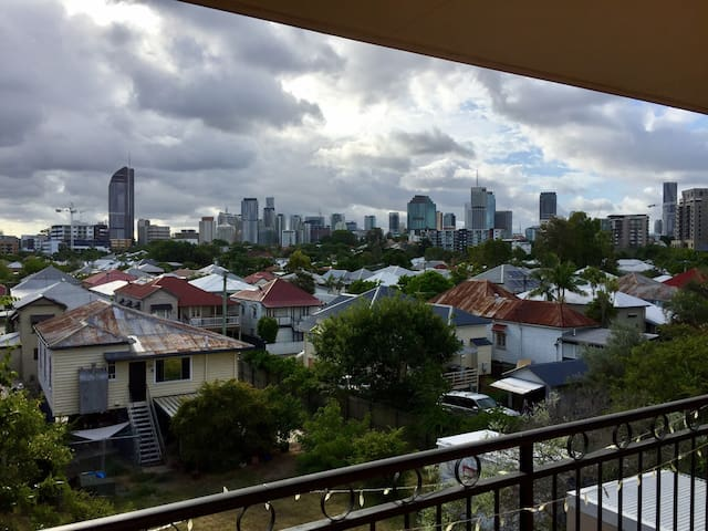 Modern bedroom close to the City - East Brisbane - Appartement