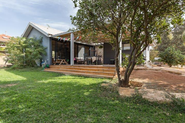 Artistic dream house in an orchard - Kfar HaNagid - Casa de camp
