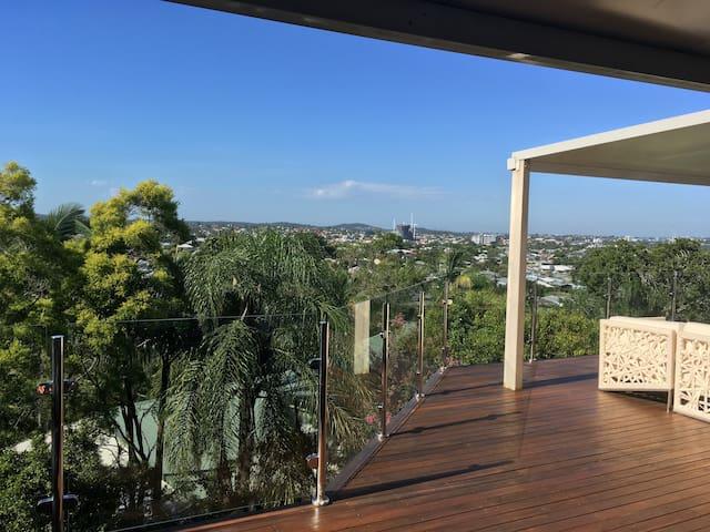 Fabulous views! Spacious, resort style living, - Seven Hills - Casa