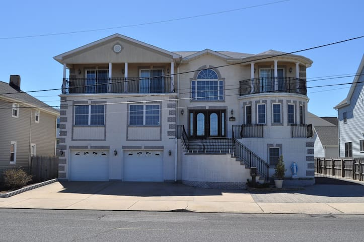 Jersey Shore beachhouse for big groups/families! - Keansburg - Feriehjem