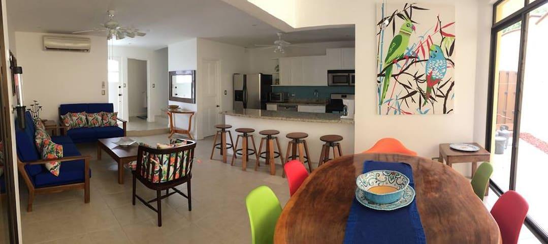 Hermosa Casa en Exclusivo Condominio - Quebrada Ganado