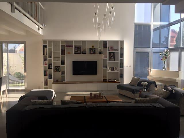Magnifique Villa Moderne-Spacieuse, idéale famille - Netanya - Huis