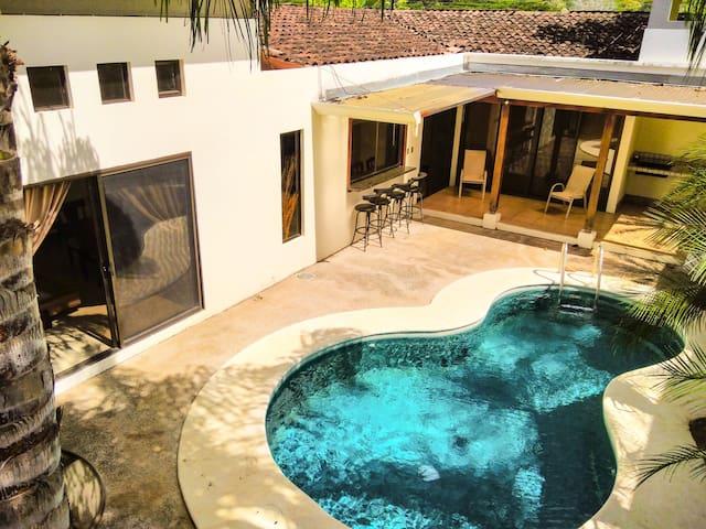 Fun summer beach house & swimming p - Carrillo - Дом