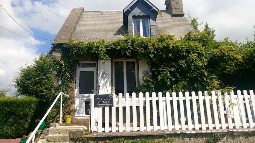 Tick Tock Cottage Romantic getaway - Le Gast - Hus
