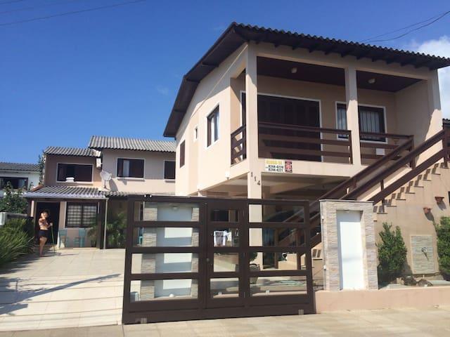 Linda Casa de Veraneio - Torres - Huis