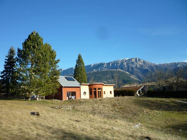 maison familiale ecologique à 5 minutes de Die - Die - Hus