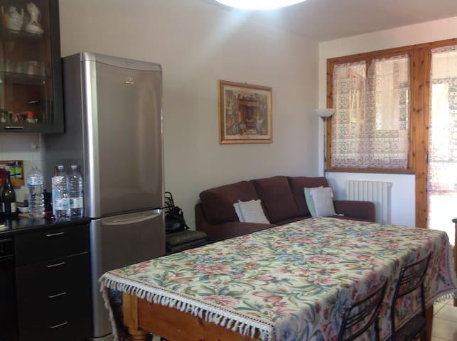 Private room with terrace and private bath - Villa Ceccolini - Appartement