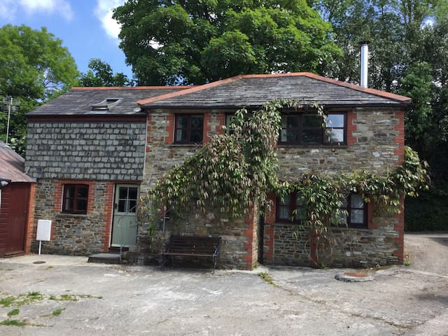 A peaceful converted barn in cornish coutryside. - Withiel - Casa