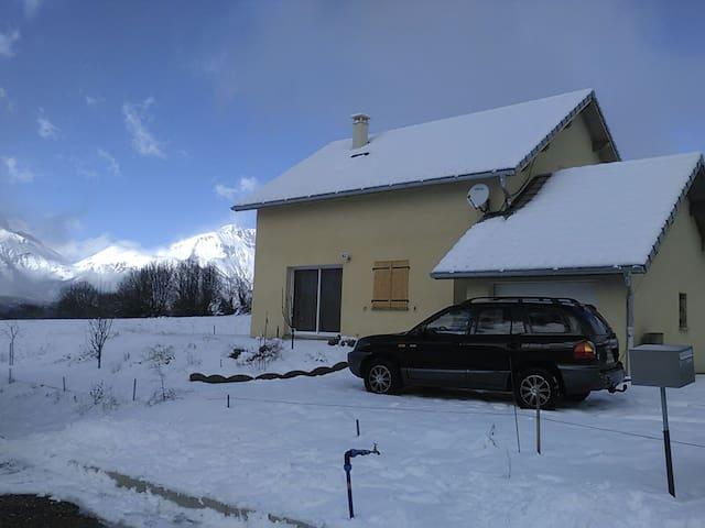 Logement complet . 2 chambres. 6 p. - Saint-Bonnet-en-Champsaur