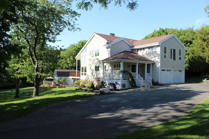 Serene and private North Fork home w/pool - Southold - Hus
