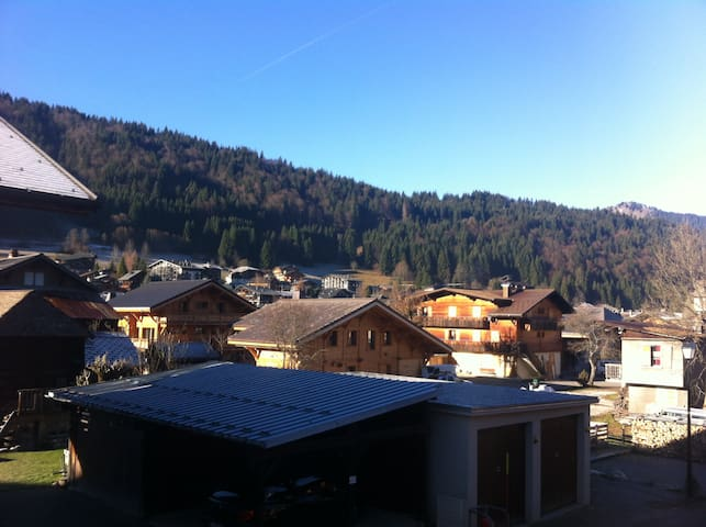Morzine 2 bed Flat right by bubbles - Morzine - Apartmen
