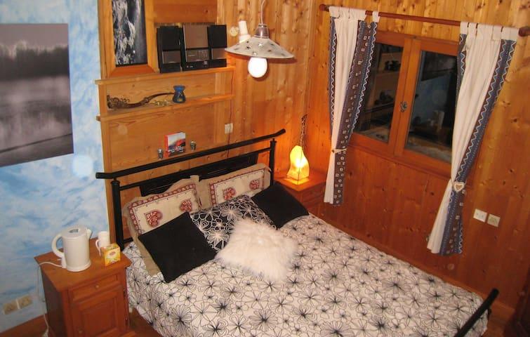 """Ferme  """" Duverney """"chambre dans chalet de montagne - La Rivière-Enverse - Pousada"""