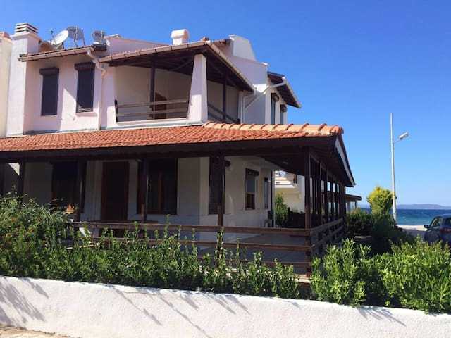 Charming Seaside Villa near Cesme - Urla - Hus