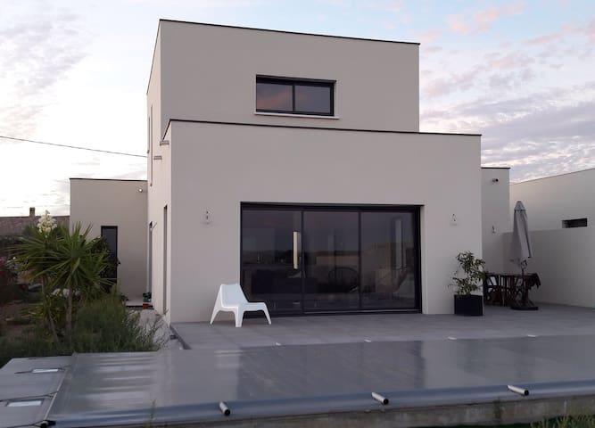 Villa avec piscine vue sur vignes - Jonquières - Ev