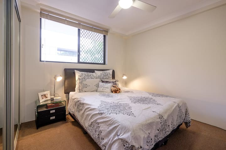 Private bed/ bath, amazing views, on city doorstep - East Brisbane - Apartment