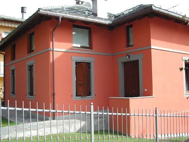 BILOCALE IN VILLETTA CON GIARDINO - Saint-Vincent - Villa