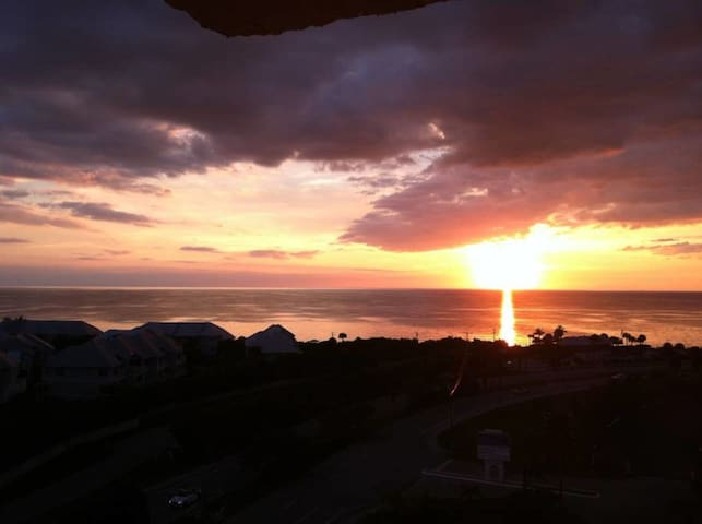 Luxury Penthouse Condo & Sunset n Sunrise Views - Bonita Springs