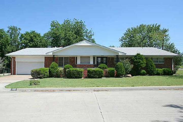10 Min From Downtown Private Rooms Pets Allowed - Tulsa
