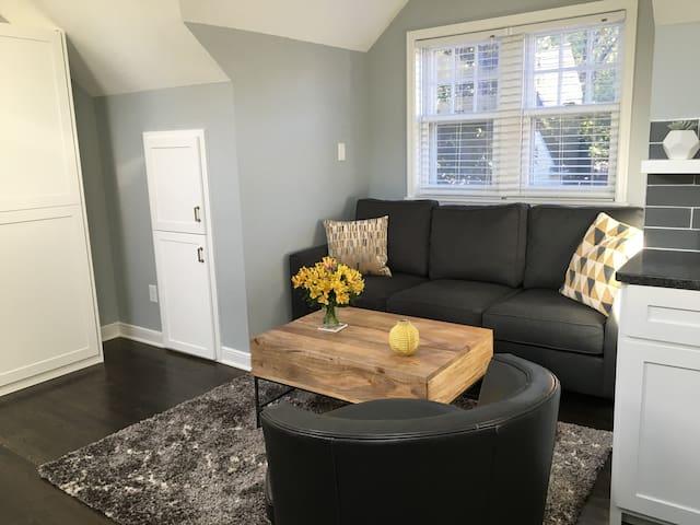 Cozy garage loft studio apartment close to lakes - Minneapolis - Lejlighed