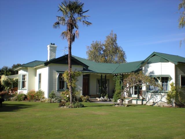 Charming Countryside Retreat - Amberley