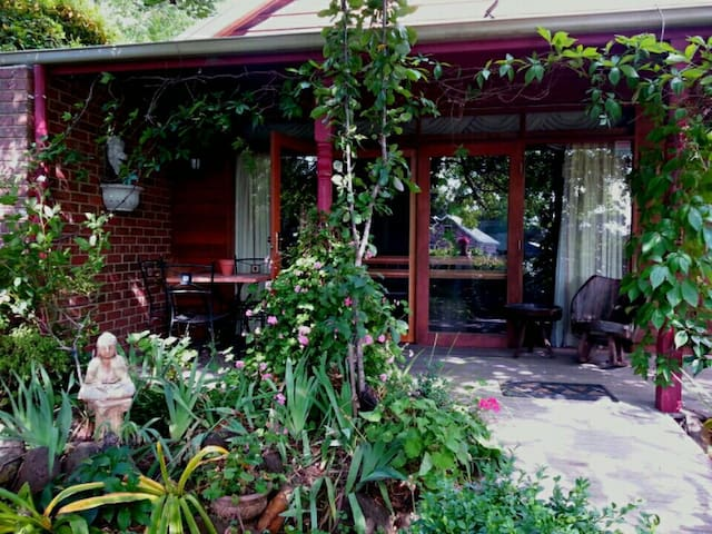 Romantic Self Contained Cottage - Mount Macedon