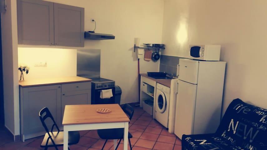 Appartement 2 pièces avec balcon en centre ville - Pont-Saint-Esprit - Lägenhet