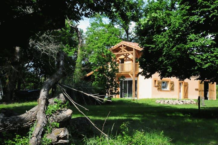Gîte restauré dans une chesnaie de 4 hectares - Arengosse - 獨棟