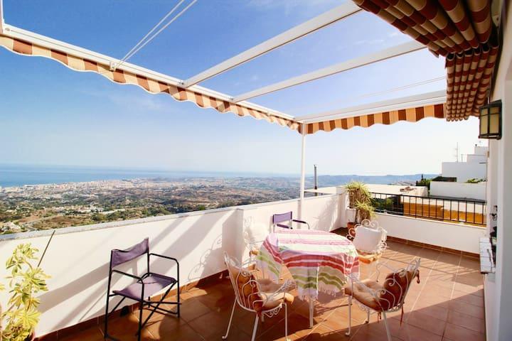 Spanish Village Home with panoramic sea views - Mijas - Leilighet