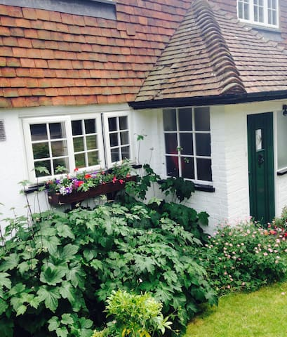 Comfortable room in quiet, traditional family home - Berkhamsted - Hus