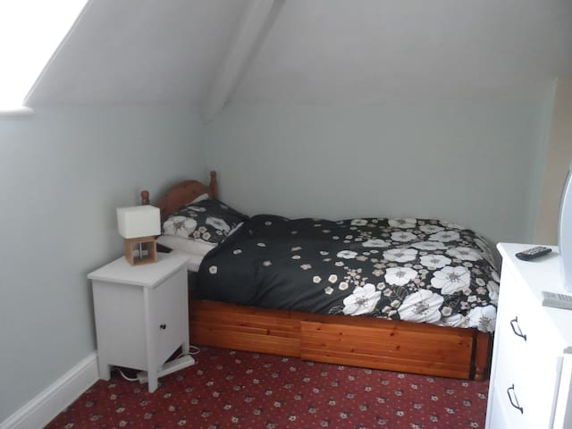 Family house in Walsall close to UNI - Walsall