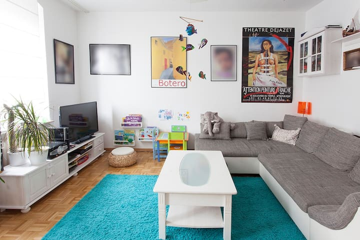 Schöne helle Zentrum nahe komplette Altb. Wohnung - Bayreuth - Appartement