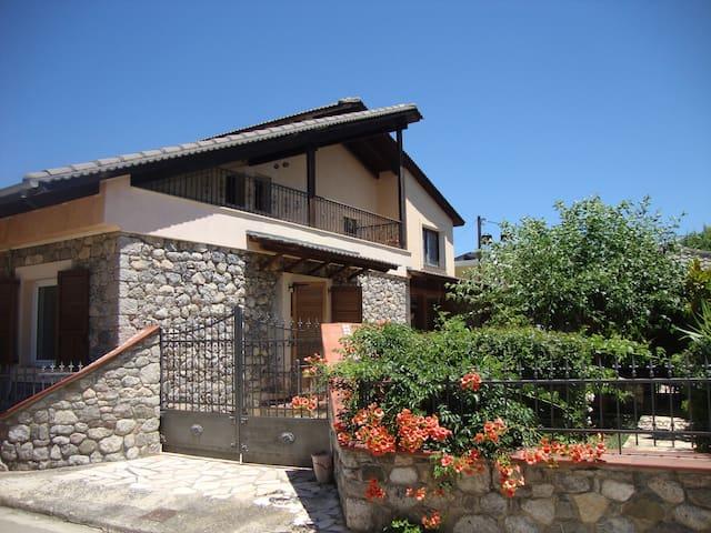 STONE HOUSE - Anthili - Huis