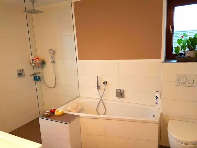 Schönes Haus in ruhiger Lage (1 Zimmer) - Vellmar - Hus