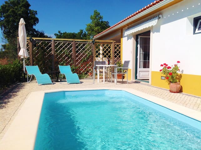 Private accommodation with own pool - Constância - Mökki