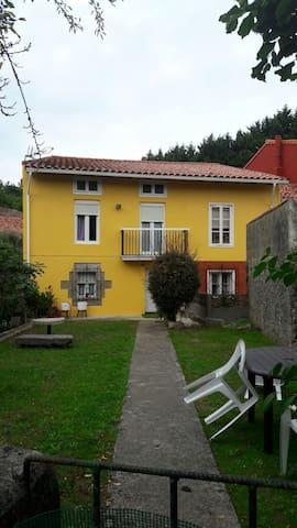 Casa  cántabra, 2 plantas y jardin - Revilla de Camargo - Haus