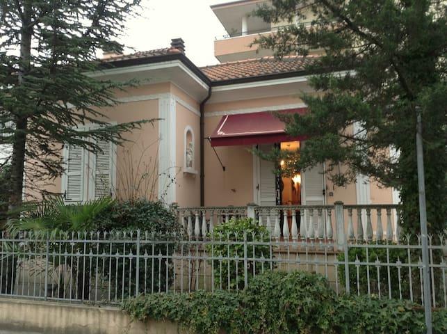 Villetta liberty a 170 metri dal mare - Rimini - Maison