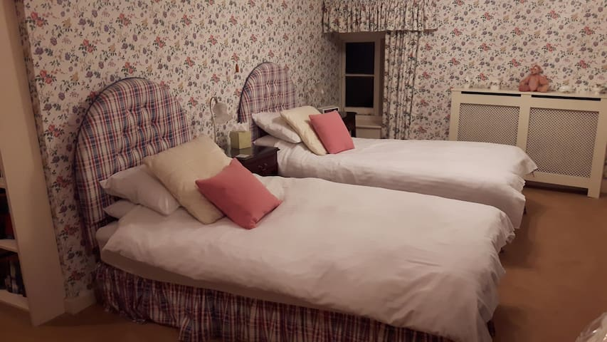 Double or Twin Room near Olney - Olney - Huis