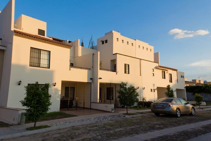 Casa ideal para ejecutivos - Celaya