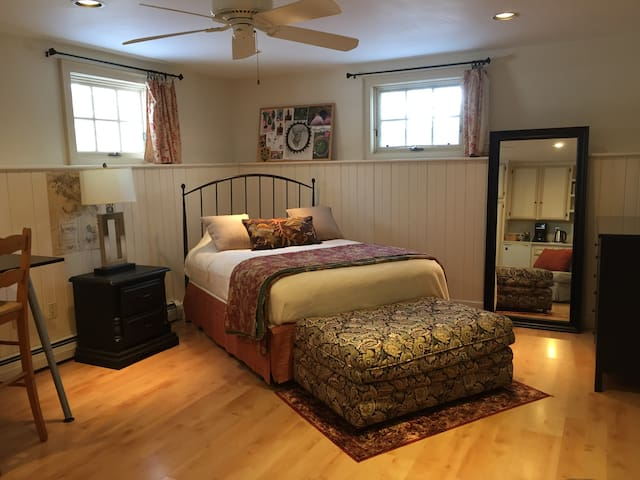 Private Suite in Large Home - Lexington - Hus