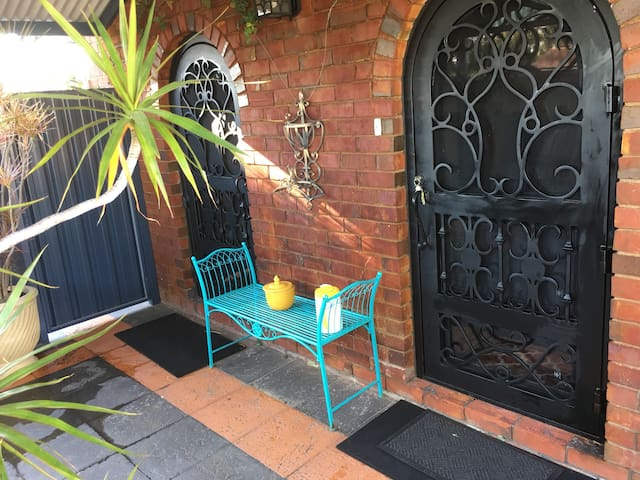 Ferndale Cottage  in pretty garden with pool. - Ferndale - Rumah