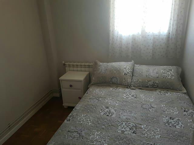Habitación privada en cómodo piso - Madri - Apartamento