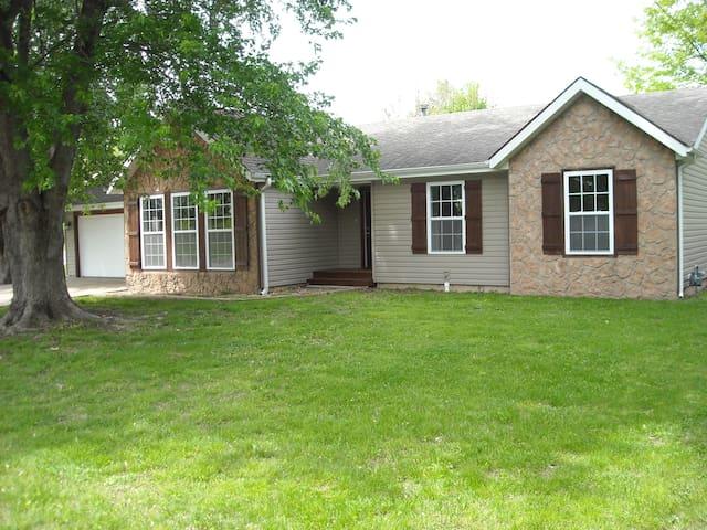 Ozark Home Close to Branson - Ozark - Hus