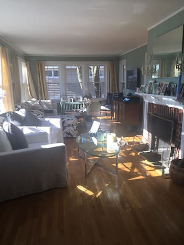 Elegant, beautiful tudor-Crestwood - Yonkers - Dom