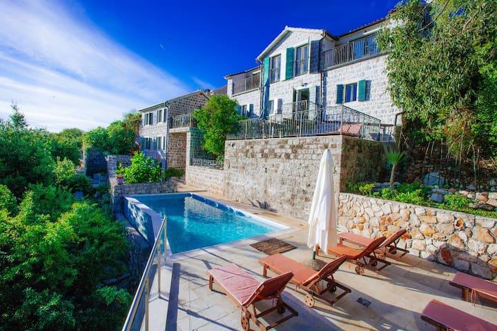 Klinci Village Resort - The White Oak Suite - Tivat - Lägenhet